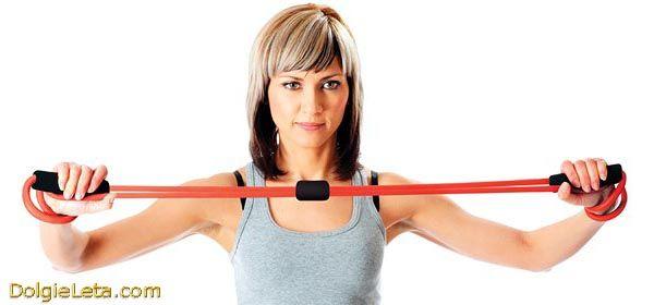 Спортивні тренування, заняття і вправи з грудним еспандером.