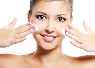 Причини і лікування сухої, що лущиться шкіри на обличчі